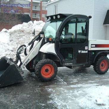 Bobcat - Sidewalk Snow removal - Deneigement St-Cyr - Commercial snow removal