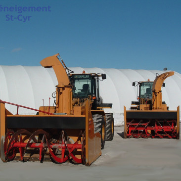 Large capacity industrial snow blowers - Deneigement St-Cyr - Commercial snow removal