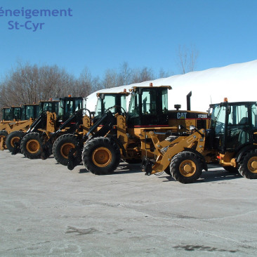Loaders - Snow removal - Deneigement St-Cyr - Commercial Snow Removal